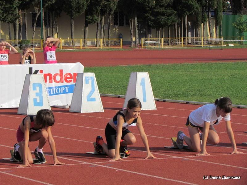 Разучивание технике бега на 100 метров показ выполнения задания
